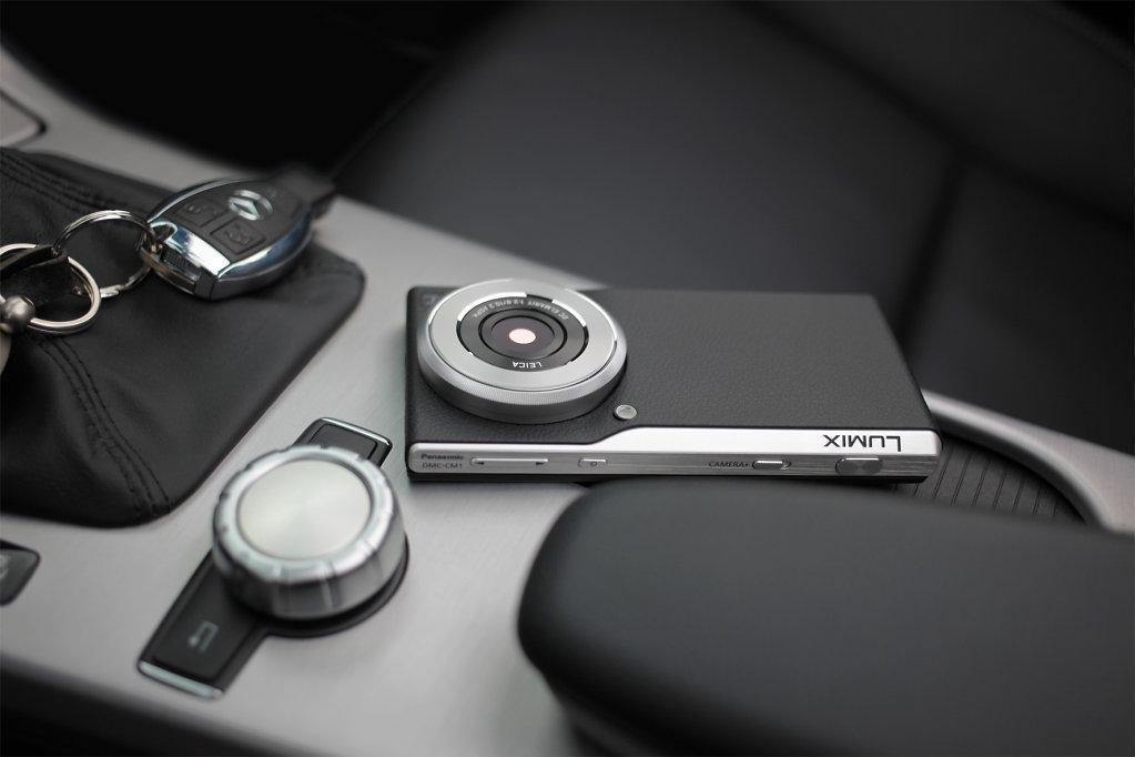 061-FY2014-LUMIX-Smart-Camera-CM1-Ambiente2.jpg